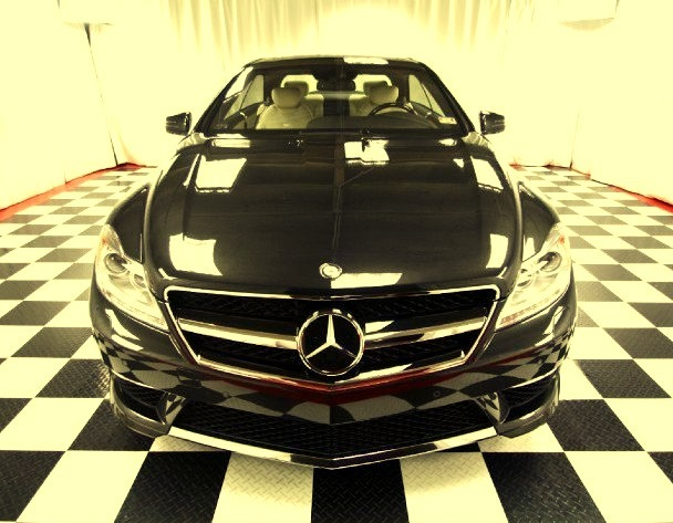 Black Showroom Mercedes