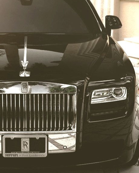 Blak Rolls Royce Phantom